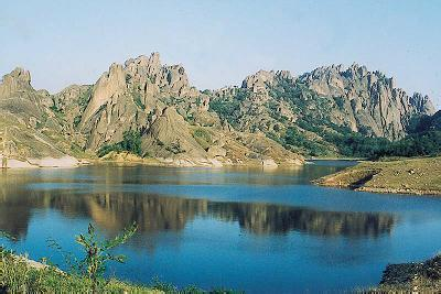 薄山湖风景名胜区位于河南省驻马店确山县城南